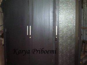 Almari Pakaian Minimalis Pintu Kaca
