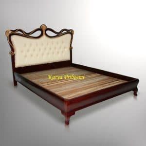 Tempat Tidur Klasik Kipas