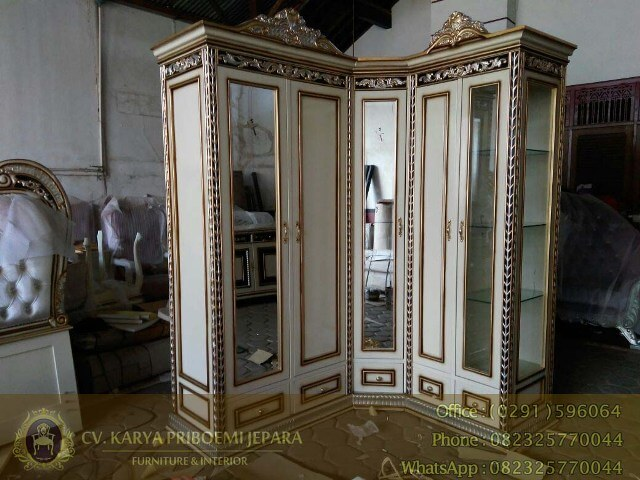 Lemari Pakaian Klasik Istanbul