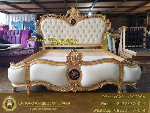 Tempat Tidur Mewah Ukiran Gold Leaf Furniture Jati Jepara Kode KP 514